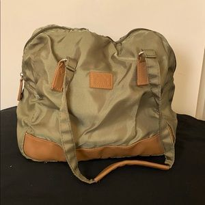 Roots Insulated Bag. Army green.